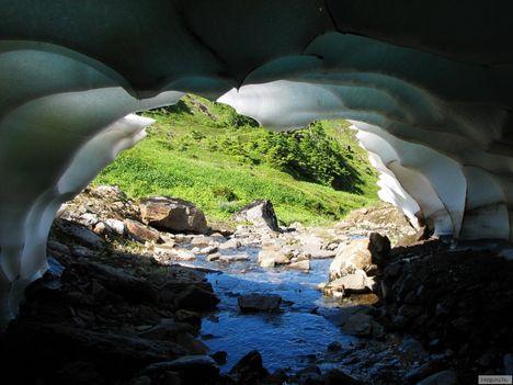Jégbarlang,_Alaszka