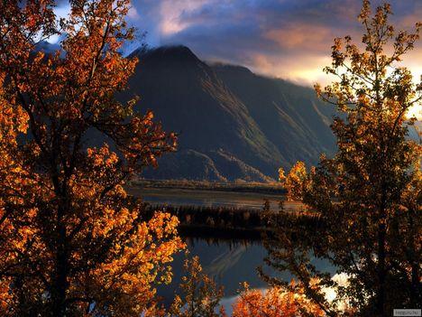 Őszi_naplemente_a_Matanuska-völgyben,_Alaszka