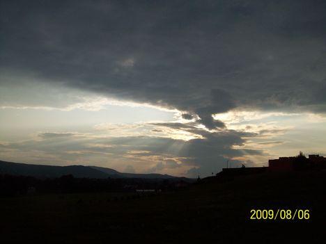 Uram, mikor Szeirből kijövél,..: Megrendült a föld, csepegett az ég, A föllegek is víztől áradának.