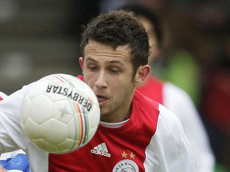 Ajax - Miralem Sulejmani közelről szemléli a labdát
