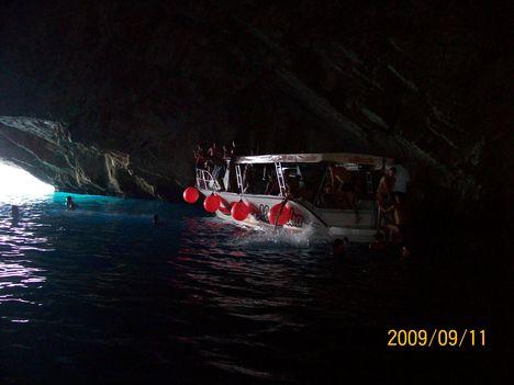 a Kék-barlang  (-kipufogógázzal telitve)