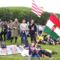 Zarándokok zászlókkal