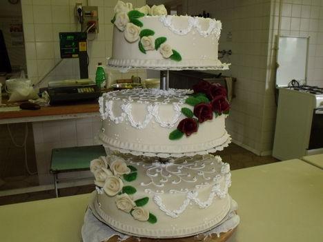 Emeletes esküvői torta