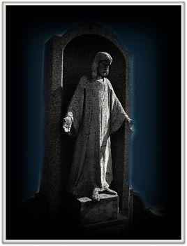 Átölelve...Krisztus  szobor    /KTFotó/