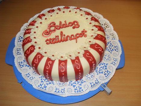 eperjoghurtos torta szülinapi köntösben barokk stílusban