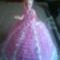 Barbi lila-fehérben.