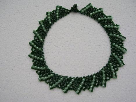 Ukrán gyöngygallér zöld-zöld teklával
