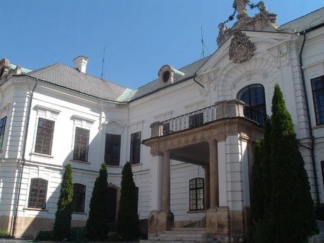 Gyönyörű barokk palota a veszprémi érsekség a várban.