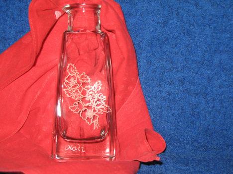 váza virágcsokorral
