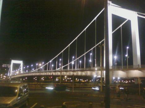 Erzsébet-híd este