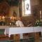 Dobai atya keresztelés szertartását végzi