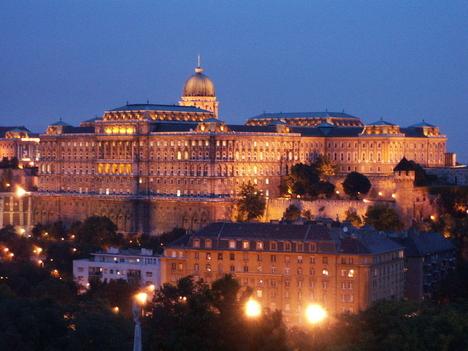 A Széchenyi Könyvtár és a Budapesti Történeti Múzeum épülete a Királyi Palotában