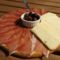 Montenegro konyhája - füstölt sonka (prsuta) sajttal