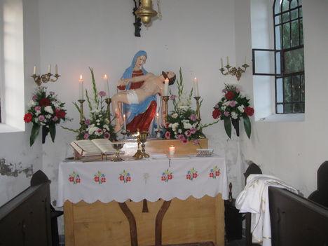 Sirtai káponánk oltára