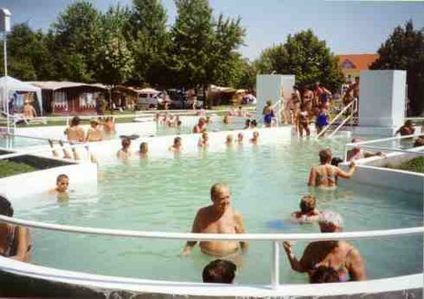 Bogácsi strand lóhere  medencéje 36-38 fokos gyógy vizével