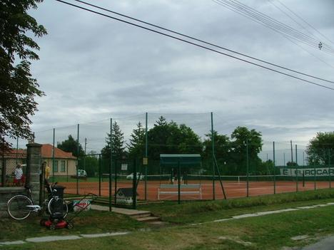 Tenniszpálya
