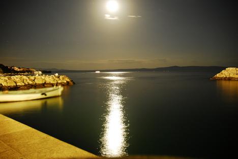 Tucepi Harbour at Night (Croatia) (by digital kid2007)