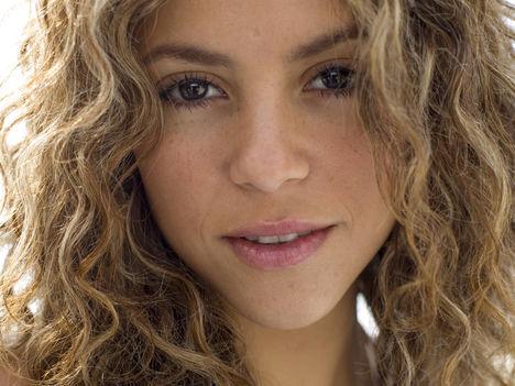 Shakira Mebarak (98)