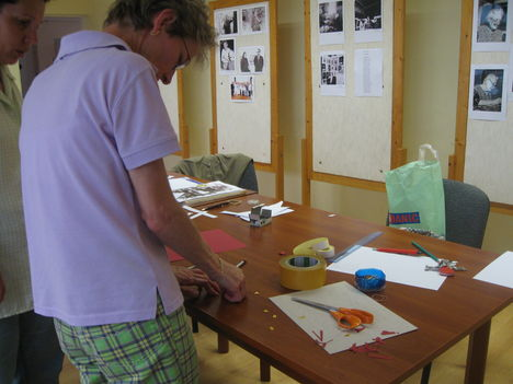 Avatott kezek állítják össze a kiállítást II.