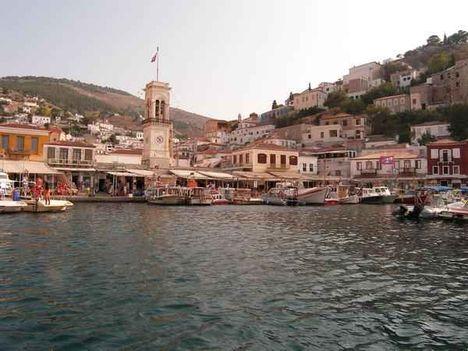 Közeledvén a pici sziget kikötőjéhez, Hydra