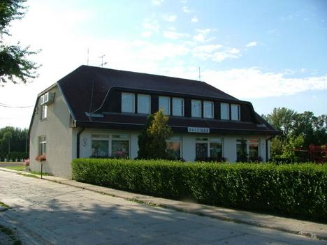 A faluház, melyben az önkormányzati intézmények is megtalálhatók