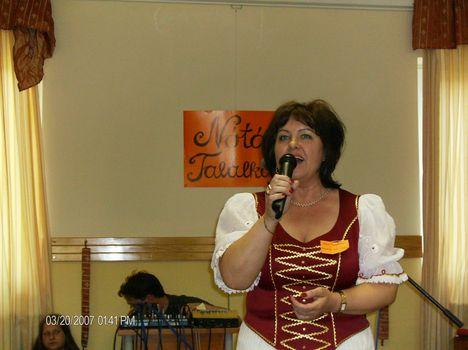 a találkozón énekelek én is