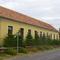 Az általános iskola és tanítói lakások