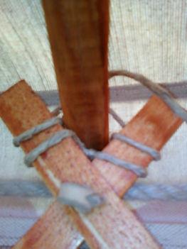 az oldallécek(szarvacska) és a tetőléc egyméshoz rögzítése