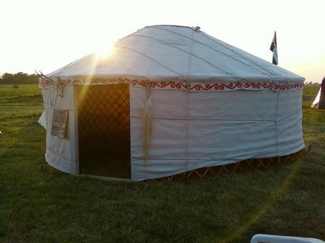 napnyugtára állt már a jurtánk