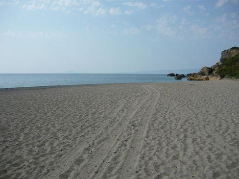 Skala széles homokpartja