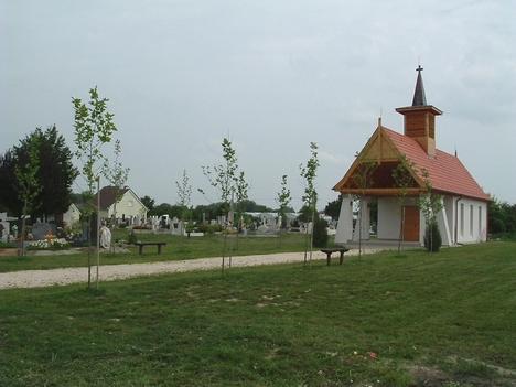 A temető, az új ravatalozóval