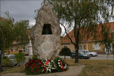 Pilisvörösvár bányász emlékmű