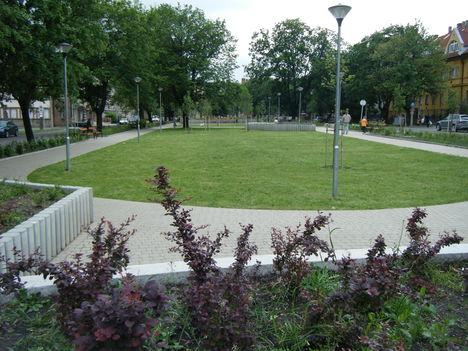 DSCF2546  --Pécsen egy park--