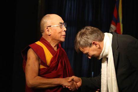 Dalai-Lama Budapest díszpolgára lett