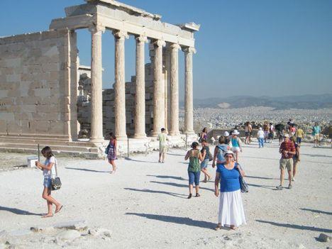 szikrázó napsütés az Akropolisznál