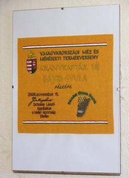 aranykaptár díj plakett - 2006