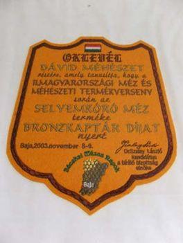 bronzkaptár díj plakett - 2003