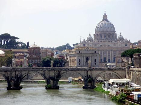 Szent Péter Bazilika a Tevere hídról