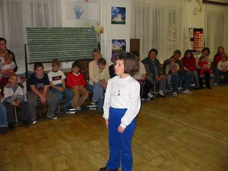 2003 Mikulásnapon az óvodások és iskolások 4