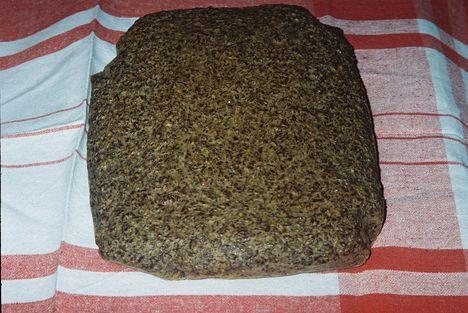 """Lenmagpehely""""kenyér"""" készre sülve"""