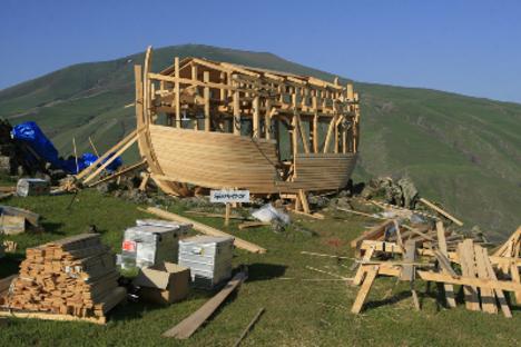 Elkészült Noé bárkája az Araráton! 03