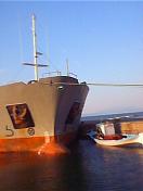 Stavros 5 óceánjáró a kikötőben