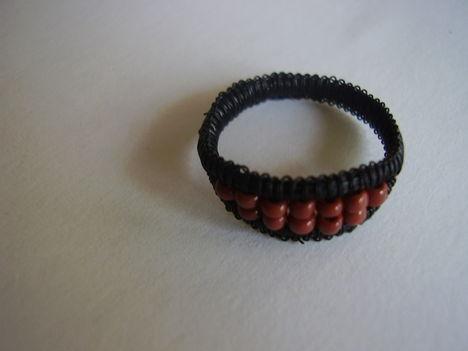 barnagyöngyös gyűrű