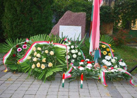 """Az """" '56-os forradalom és szabadságharc"""". Ünnepélyes megemlékezés és koszorúzás a Hősi Emlékparkban"""