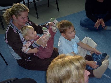 Ringató foglalkozás az ifjúsági házban 2008. szeptember 18-án