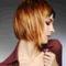 rövid vörös frizura