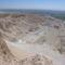 Hatsepszut temploma felülről, a távolban Karnak