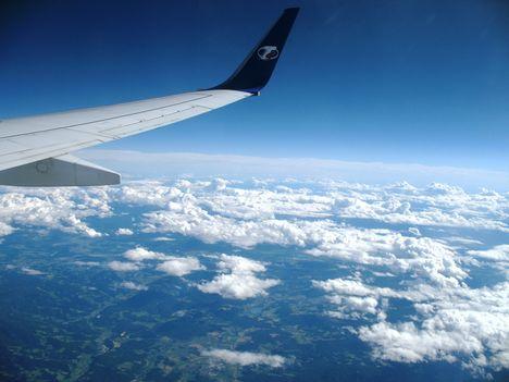 A felhök felett