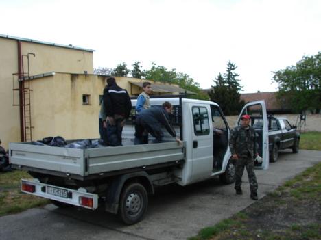 A teherautó is segített