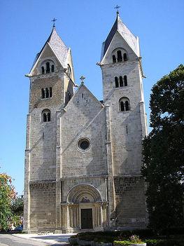 A lébényi templom vagy hivatalos nevén Szent Jakab apostol plébániatemplom